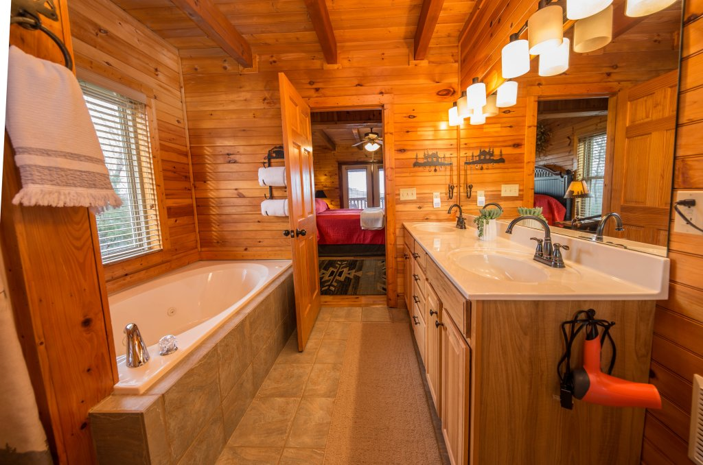 Photo of a Sevierville Cabin named Psalm 2705 - This is the twelfth photo in the set.