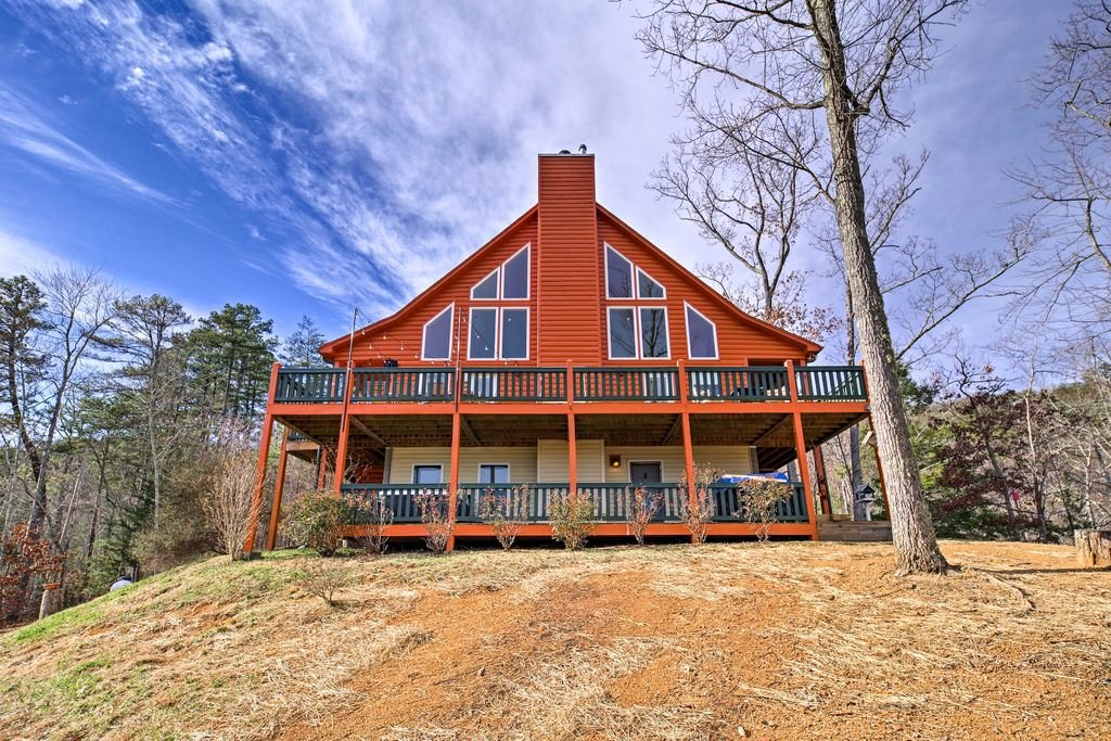 Photo of a Sevierville Cabin named Makin' Memories - This is the first photo in the set.