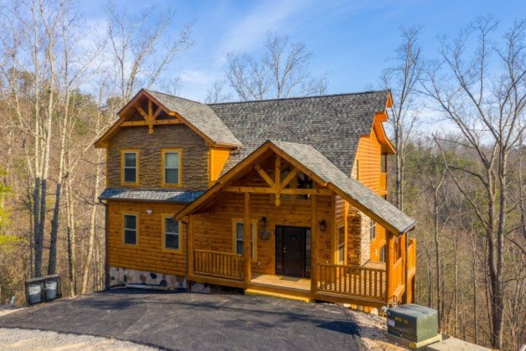 Photo of a Pigeon Forge Cabin named Everly's Splash - This is the second photo in the set.