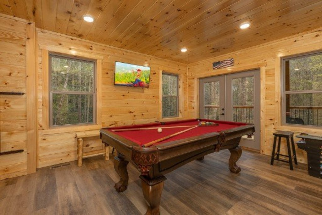 Photo of a Gatlinburg Cabin named Poolin Around - This is the sixteenth photo in the set.
