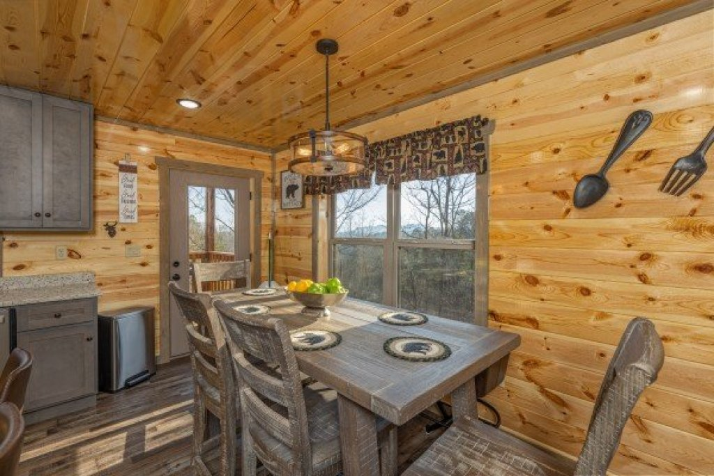 Photo of a Pigeon Forge Cabin named Everly's Splash - This is the sixth photo in the set.