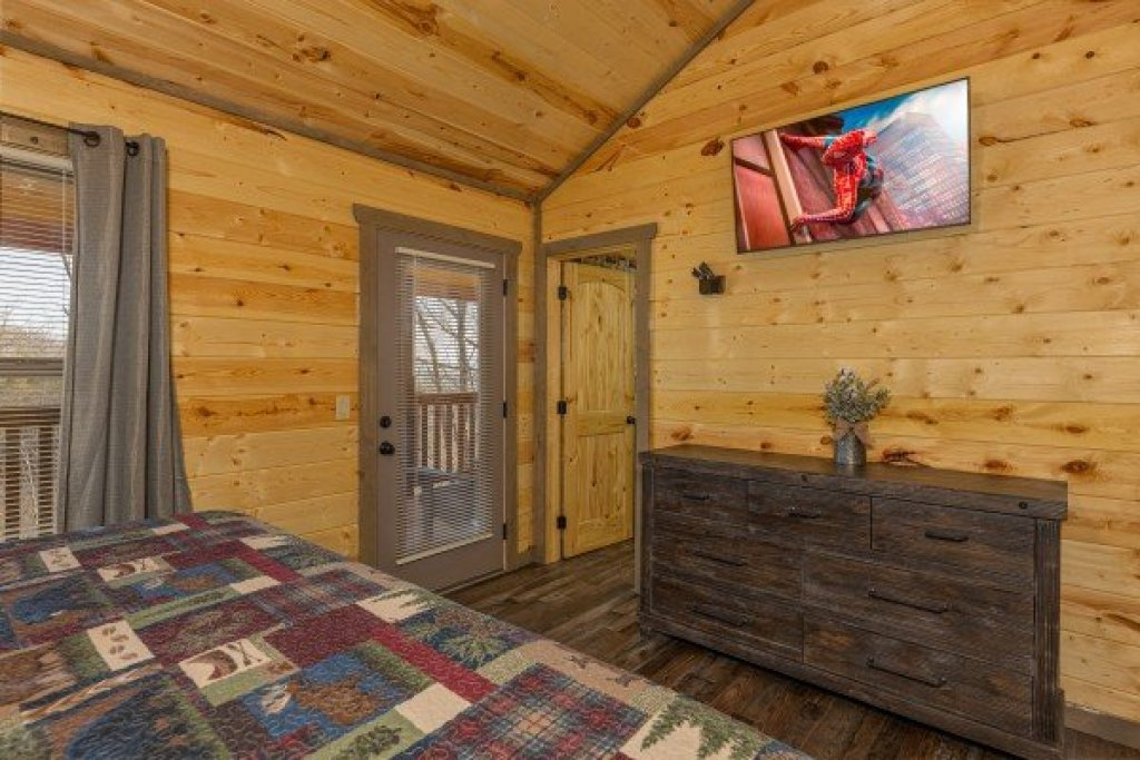Photo of a Pigeon Forge Cabin named Everly's Splash - This is the twenty-third photo in the set.