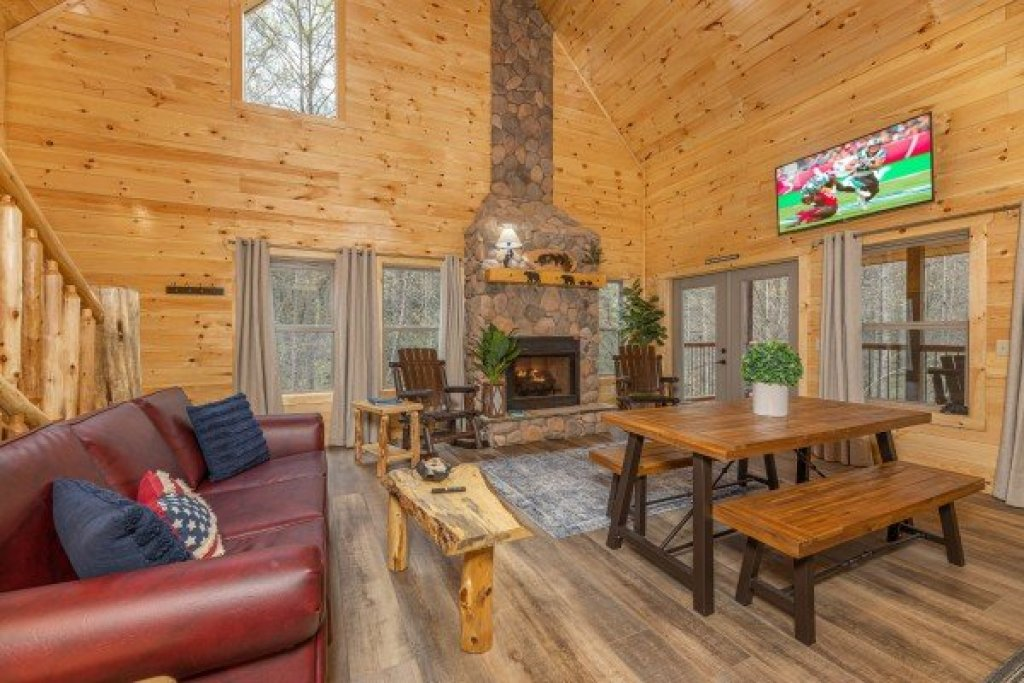 Photo of a Gatlinburg Cabin named Poolin Around - This is the third photo in the set.