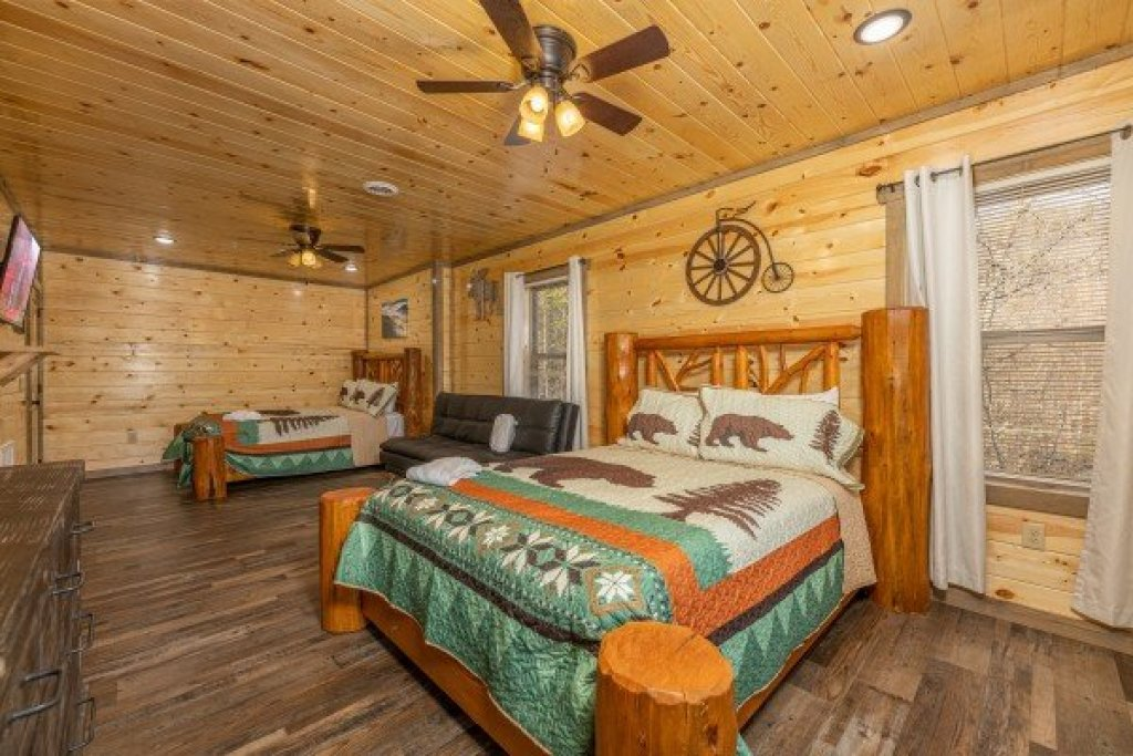 Photo of a Pigeon Forge Cabin named Everly's Splash - This is the thirty-first photo in the set.