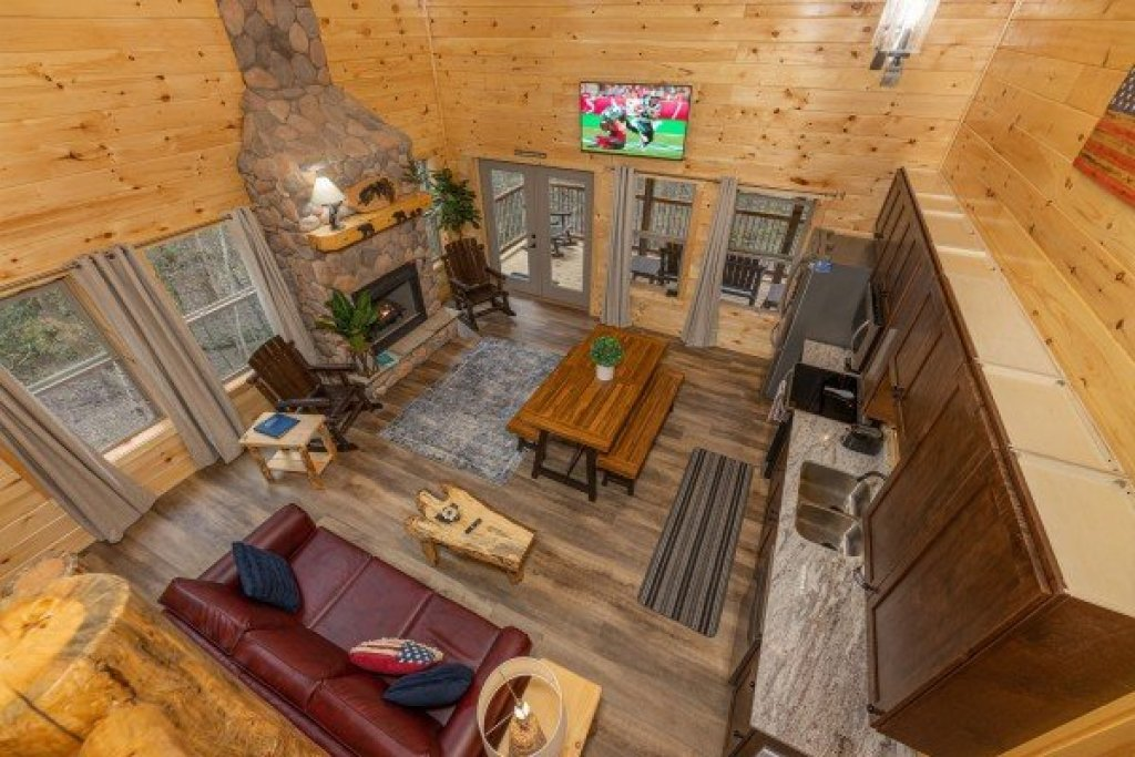 Photo of a Gatlinburg Cabin named Poolin Around - This is the twenty-second photo in the set.