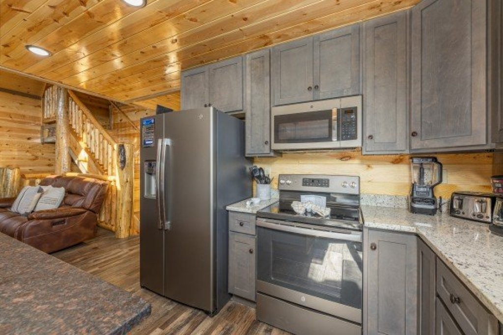 Photo of a Pigeon Forge Cabin named Everly's Splash - This is the ninth photo in the set.