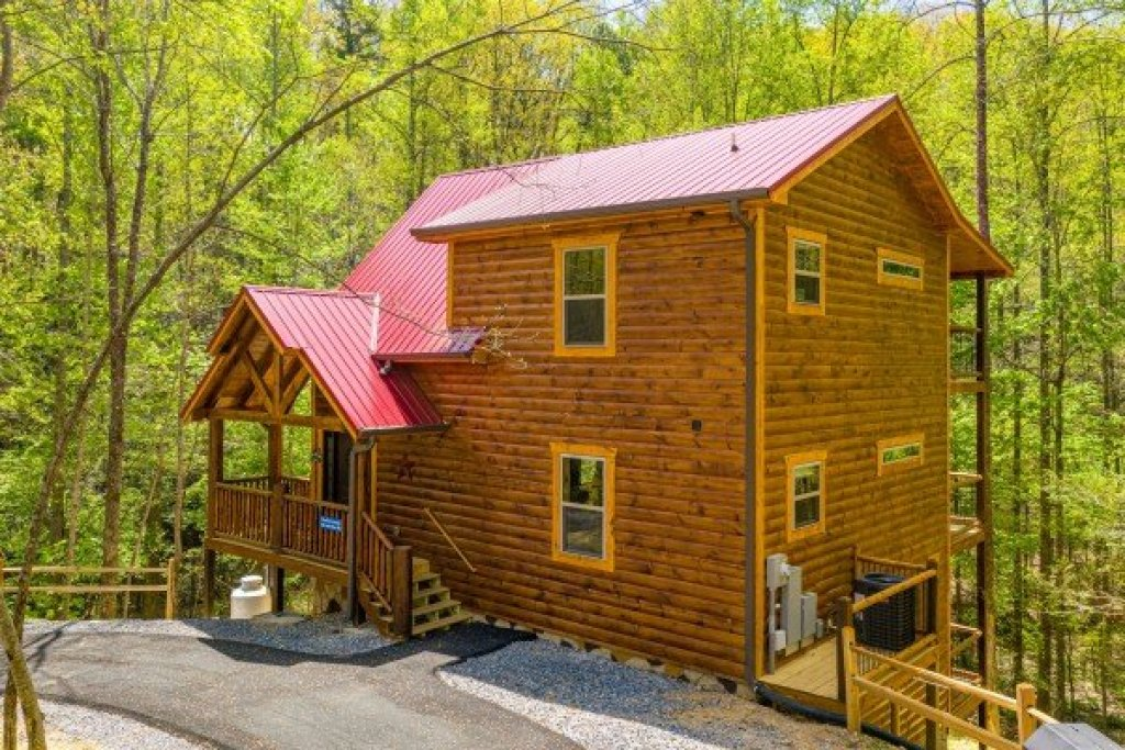 Photo of a Gatlinburg Cabin named Poolin Around - This is the thirtieth photo in the set.