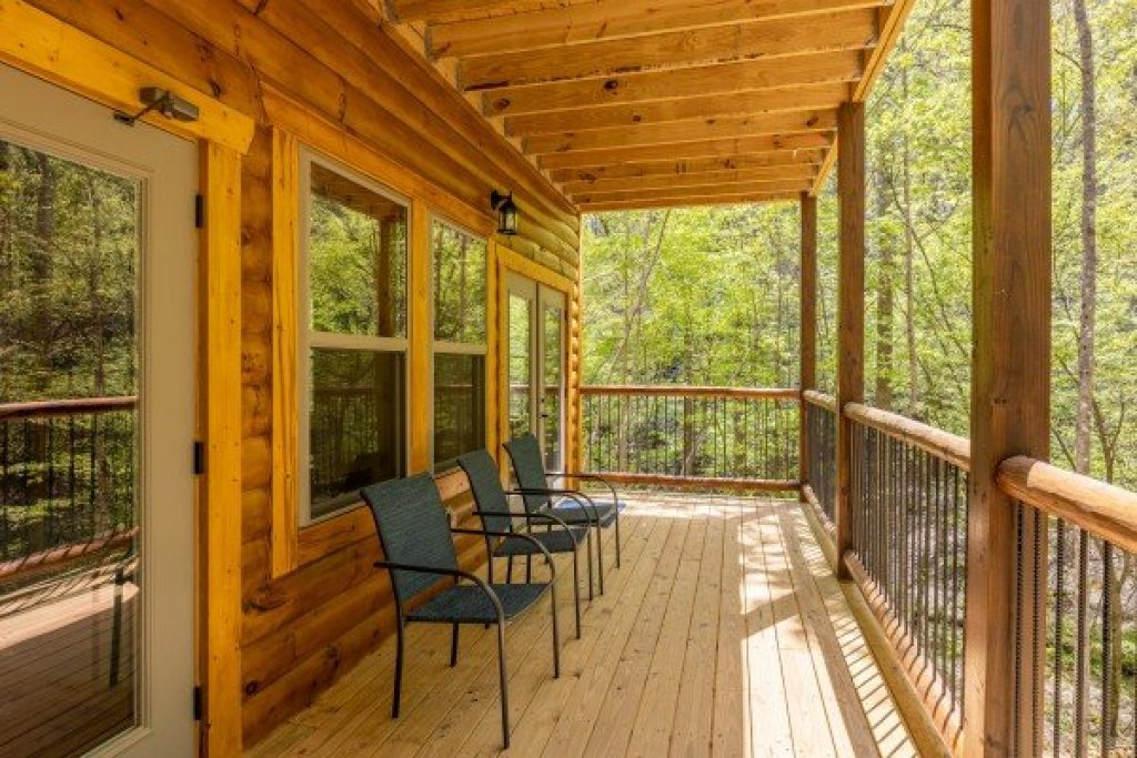 Photo of a Gatlinburg Cabin named Poolin Around - This is the twenty-eighth photo in the set.