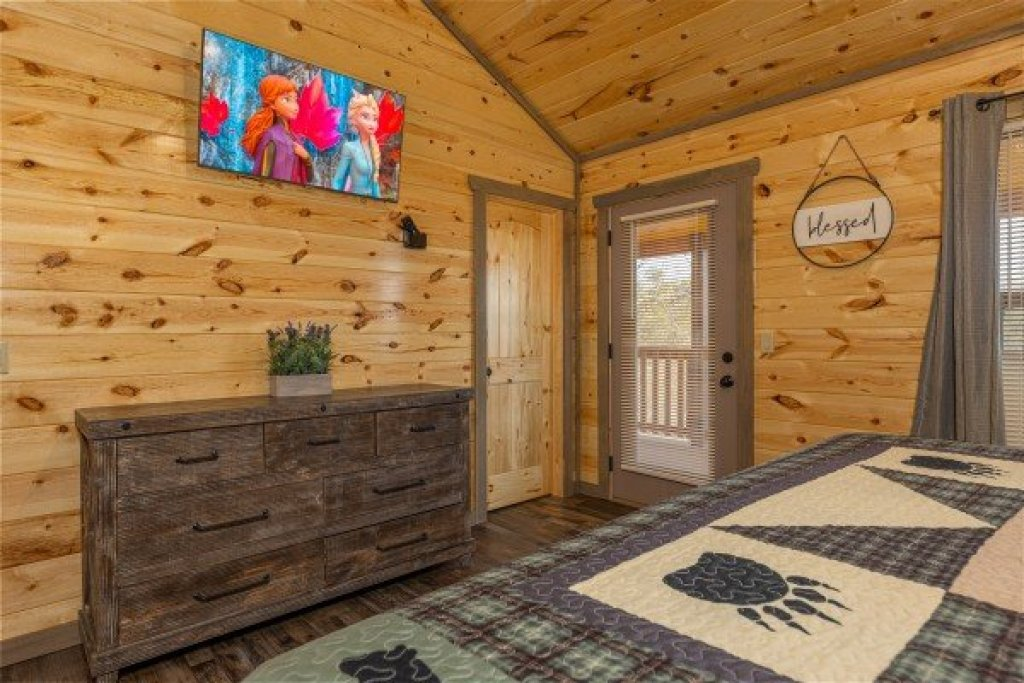 Photo of a Pigeon Forge Cabin named Everly's Splash - This is the twenty-sixth photo in the set.