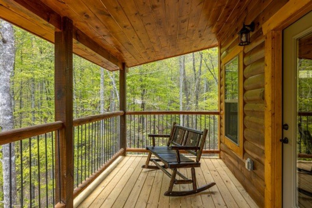 Photo of a Gatlinburg Cabin named Poolin Around - This is the twenty-seventh photo in the set.