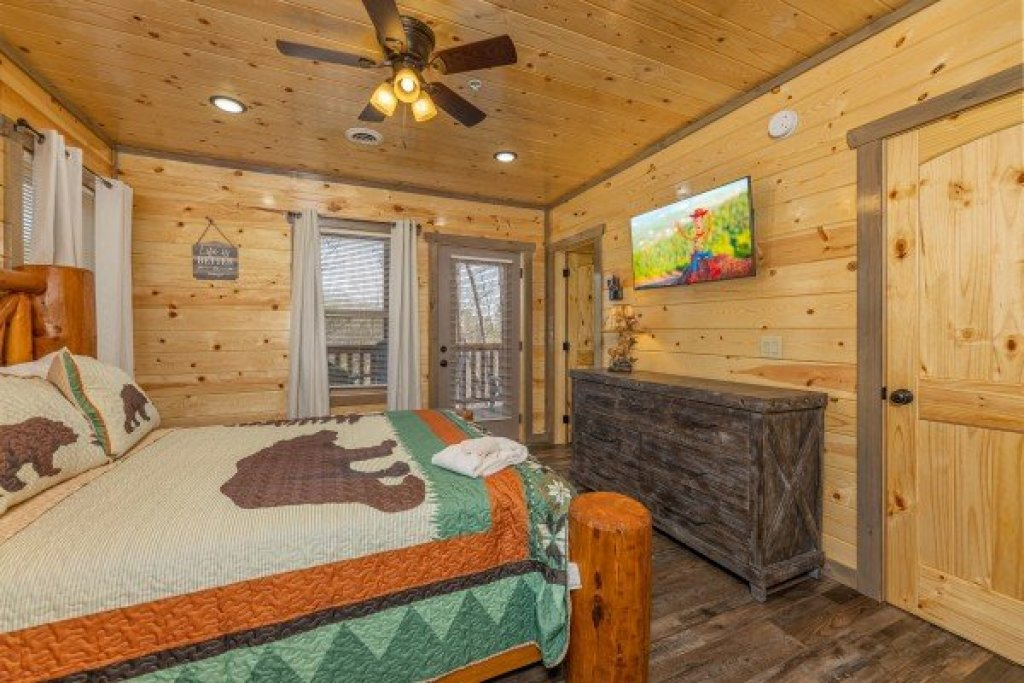 Photo of a Pigeon Forge Cabin named Everly's Splash - This is the thirty-third photo in the set.