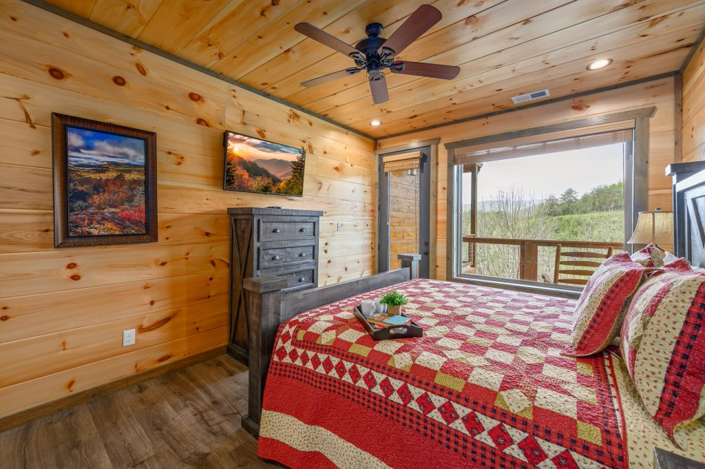 Photo of a Pigeon Forge Cabin named Bear Foot Retreat - This is the ninth photo in the set.