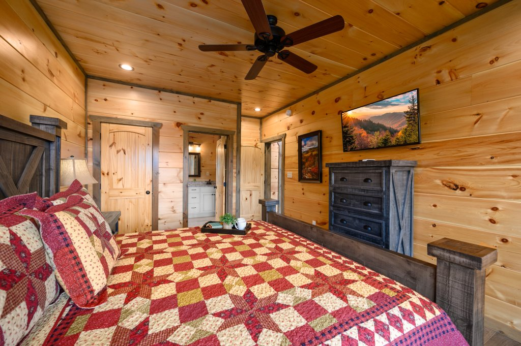 Photo of a Pigeon Forge Cabin named Bear Foot Retreat - This is the sixty-second photo in the set.