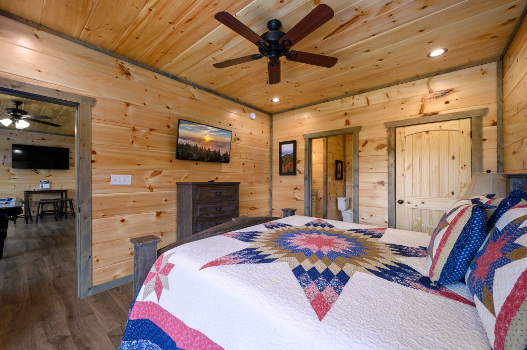 Photo of a Pigeon Forge Cabin named Bear Foot Retreat - This is the eighty-seventh photo in the set.