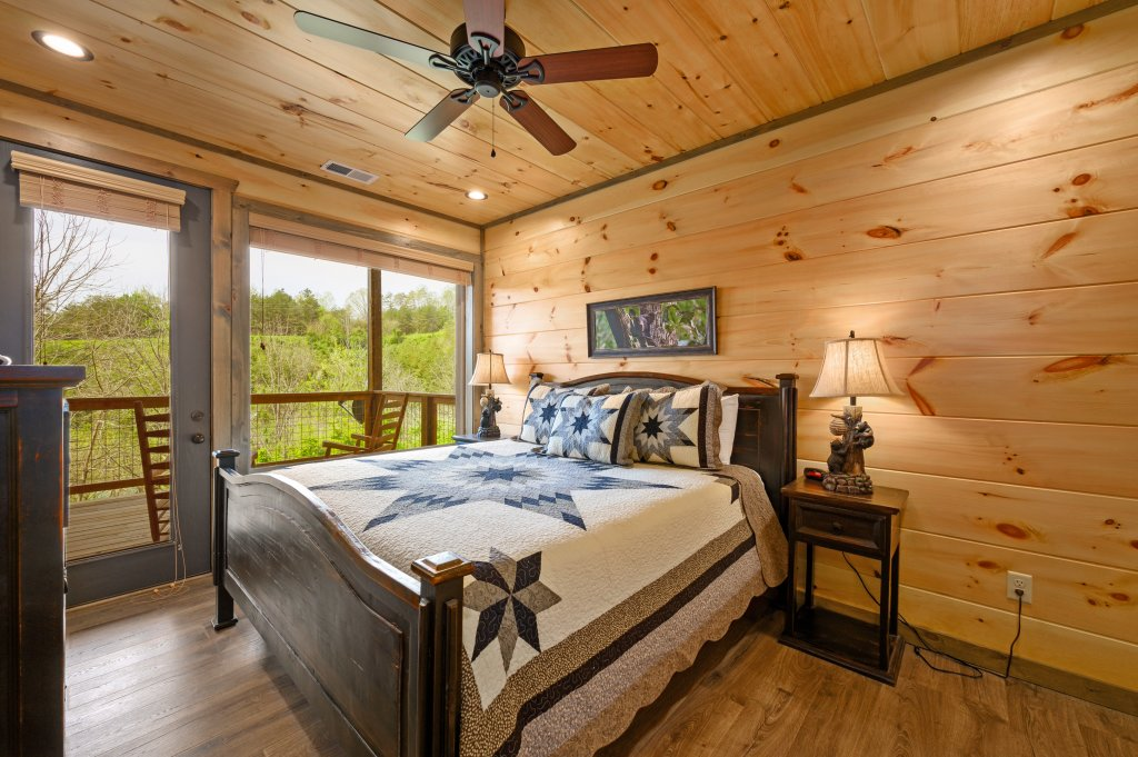 Photo of a Pigeon Forge Cabin named Bear Foot Retreat - This is the ninety-second photo in the set.