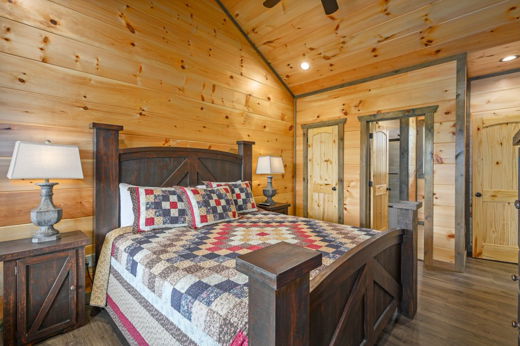 Photo of a Pigeon Forge Cabin named Bear Foot Retreat - This is the seventy-second photo in the set.