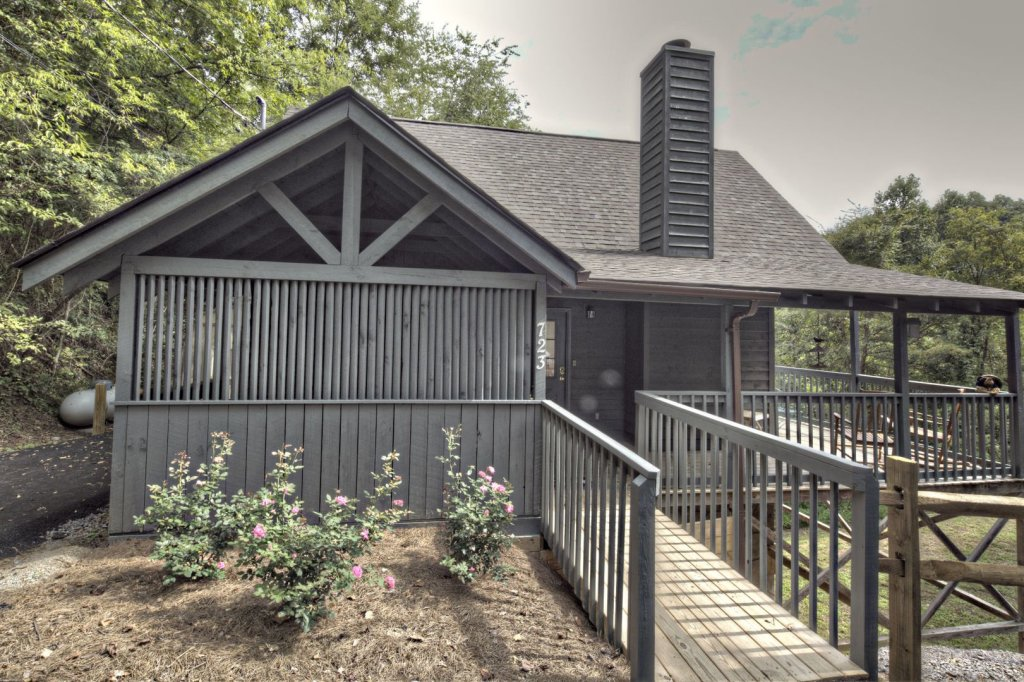 Photo of a Sevierville Cabin named Tranquility - This is the first photo in the set.