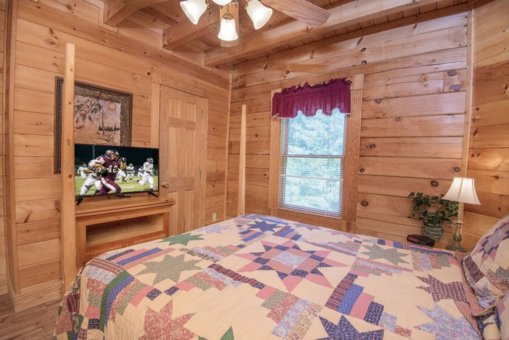 Photo of a Pigeon Forge Cabin named  Mount Richmond - This is the forty-eighth photo in the set.