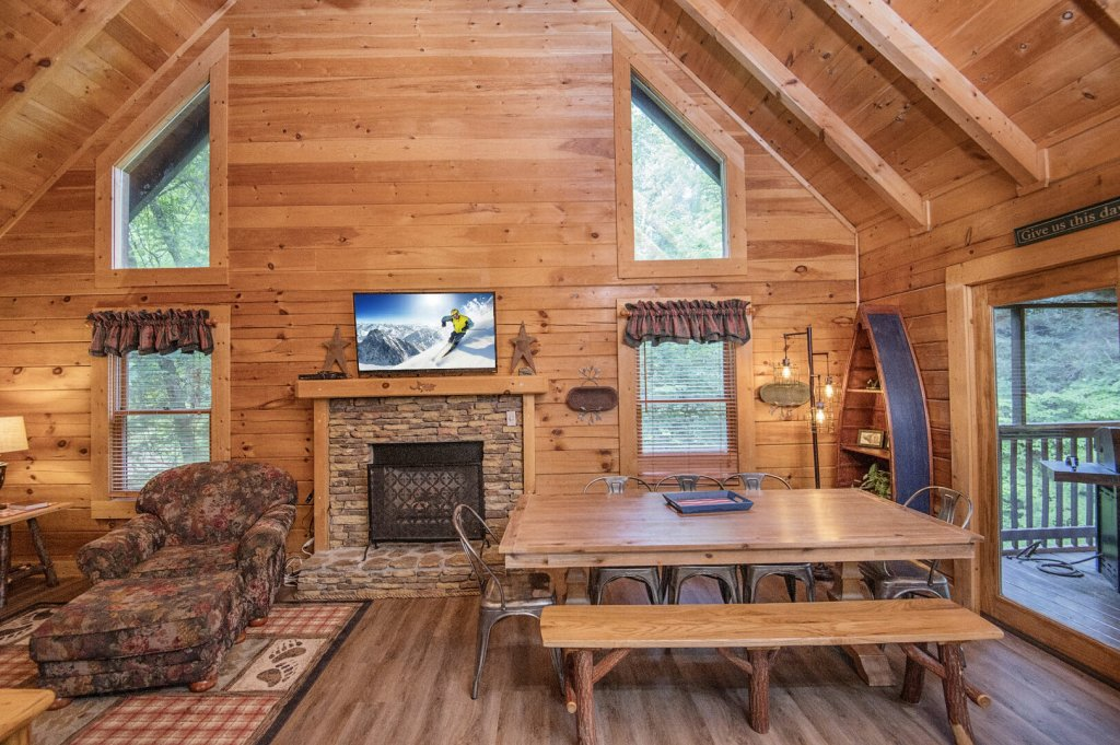 Photo of a Pigeon Forge Cabin named  Coal Miners Cabin - This is the twelfth photo in the set.
