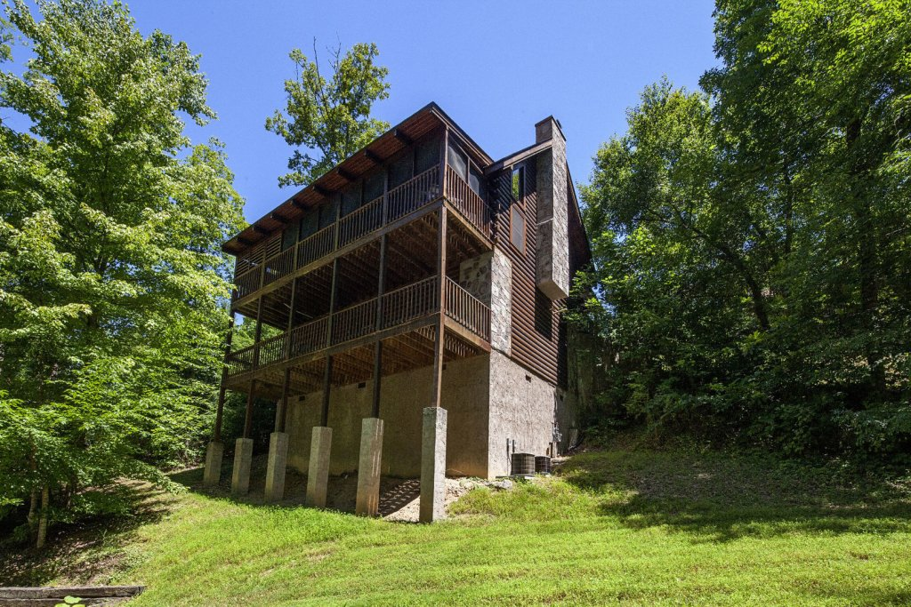 Photo of a Pigeon Forge Cabin named  Coal Miners Cabin - This is the eighty-fifth photo in the set.