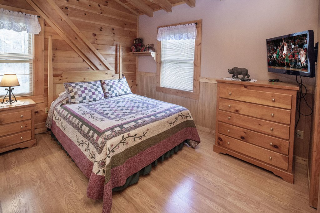 Photo of a Pigeon Forge Cabin named  The Bear Cabin - This is the twenty-third photo in the set.