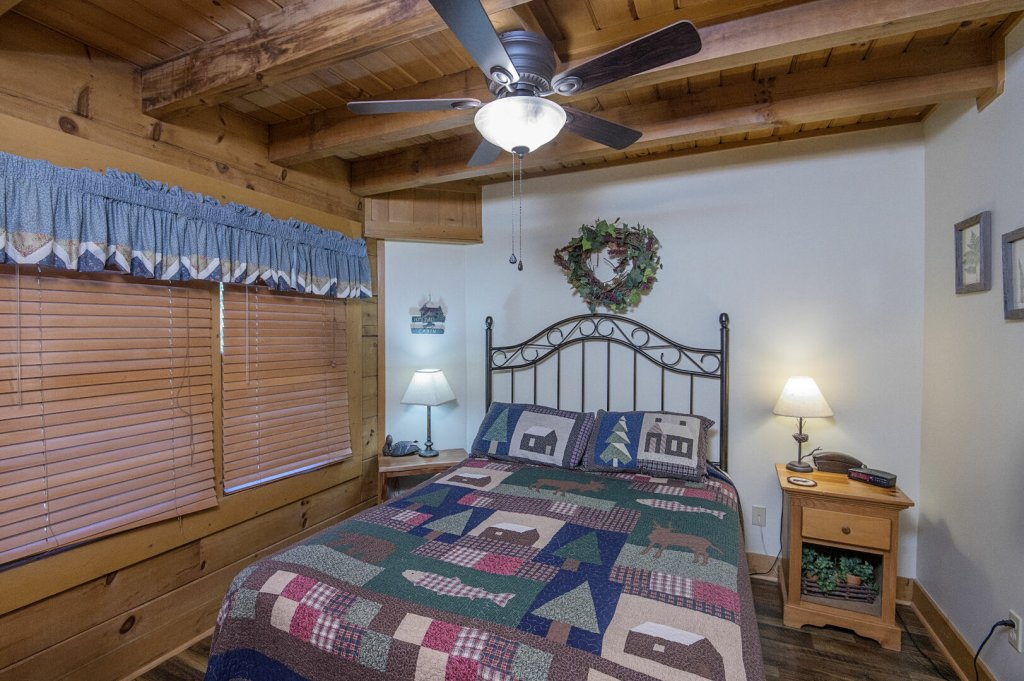 Photo of a Pigeon Forge Cabin named  Hibernation Hideaway - This is the twenty-sixth photo in the set.
