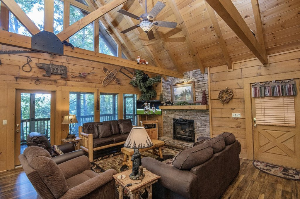 Photo of a Pigeon Forge Cabin named  Hibernation Hideaway - This is the third photo in the set.