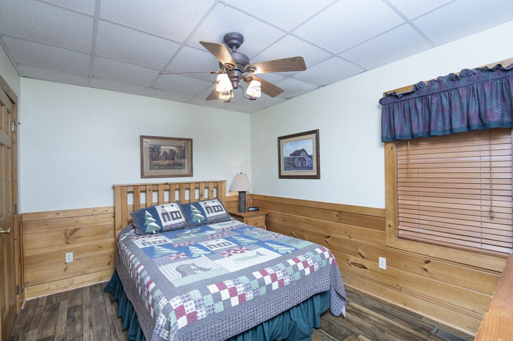 Photo of a Pigeon Forge Cabin named  Hibernation Hideaway - This is the forty-eighth photo in the set.