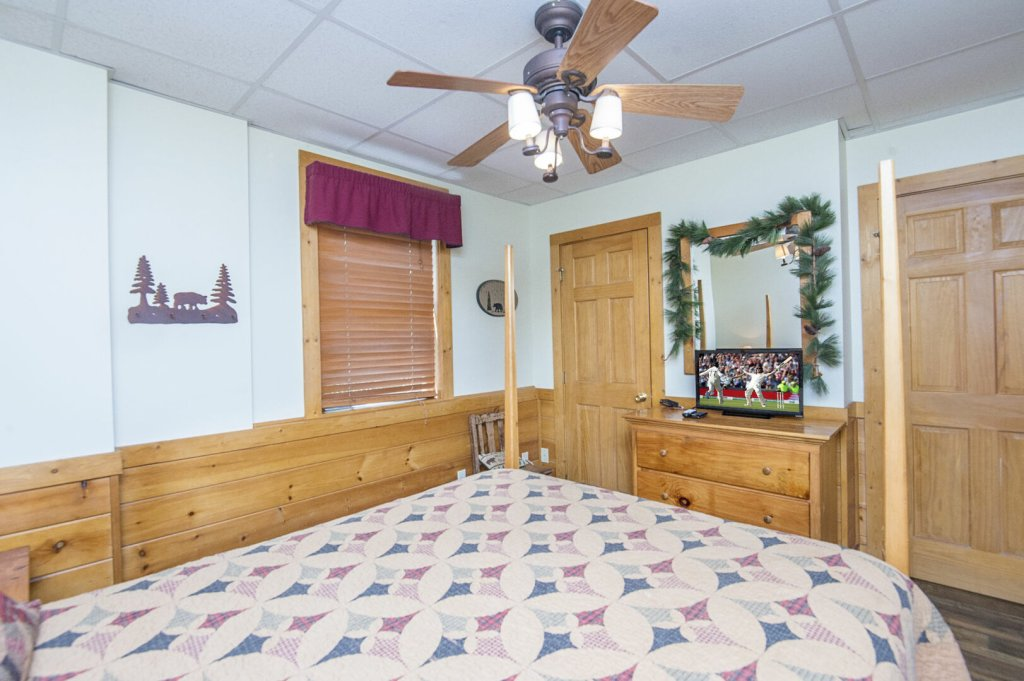 Photo of a Pigeon Forge Cabin named  Hibernation Hideaway - This is the eighty-fourth photo in the set.