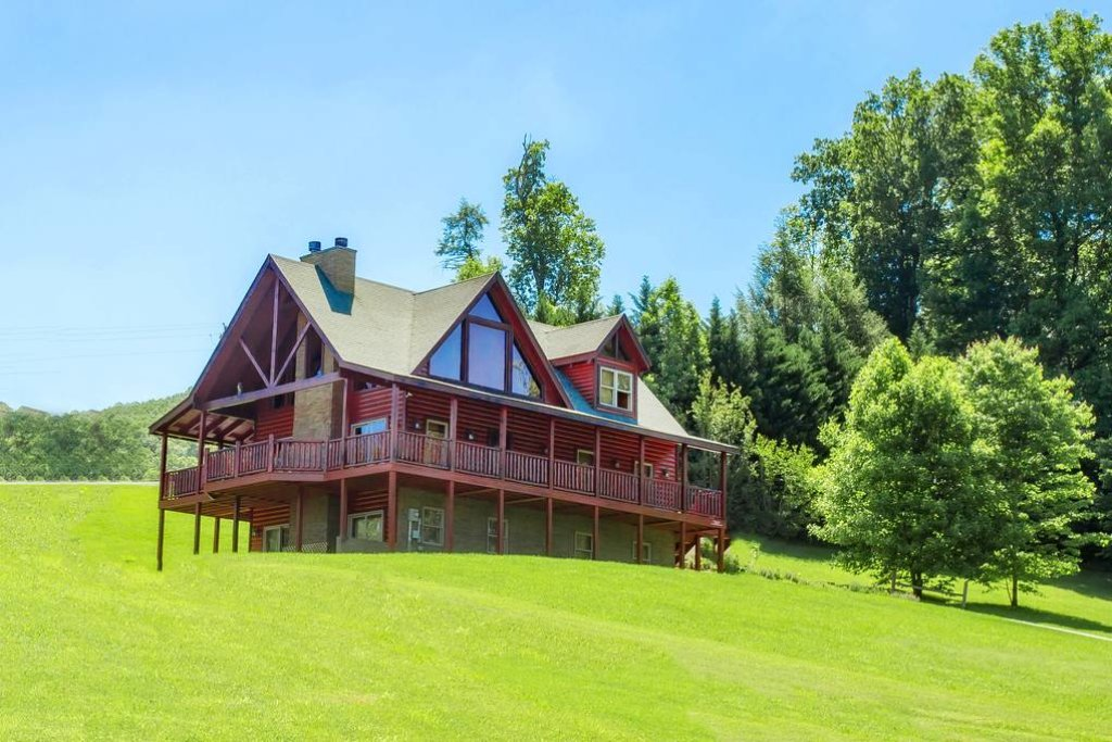 Photo of a Sevierville Cabin named Clear Valley Retreat - This is the first photo in the set.