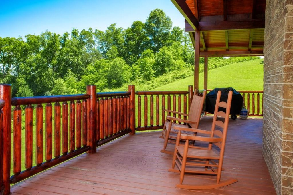 Photo of a Sevierville Cabin named Clear Valley Retreat - This is the eighteenth photo in the set.