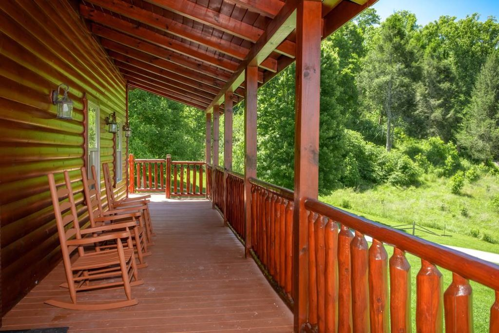 Photo of a Sevierville Cabin named Clear Valley Retreat - This is the twenty-first photo in the set.