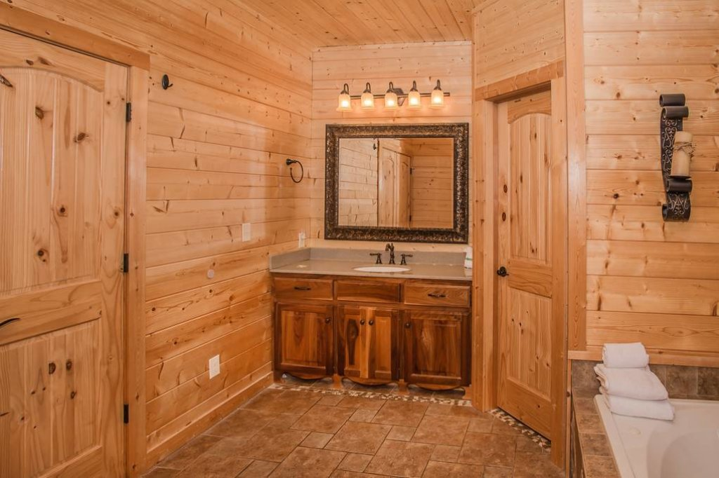 Photo of a Sevierville Cabin named Clear Valley Retreat - This is the thirty-third photo in the set.