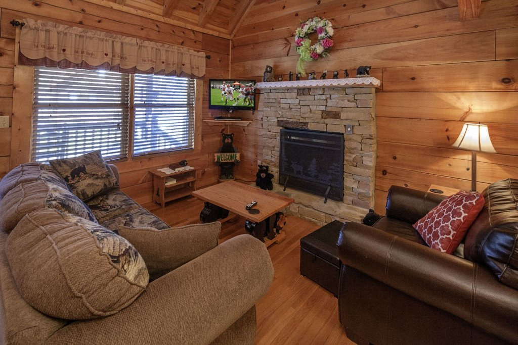 Photo of a Pigeon Forge Cabin named  The Bear Cabin - This is the third photo in the set.