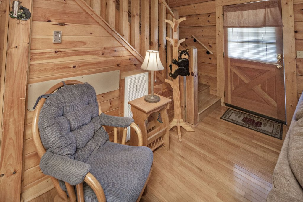 Photo of a Pigeon Forge Cabin named  The Bear Cabin - This is the eleventh photo in the set.