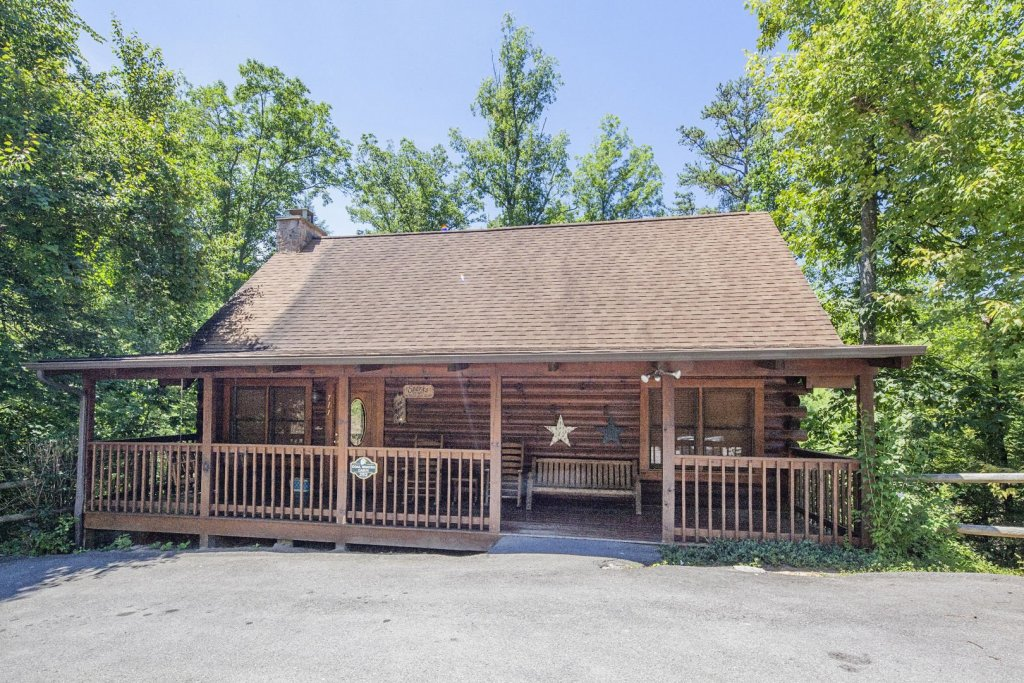 Photo of a Pigeon Forge Cabin named  Coal Miners Cabin - This is the sixth photo in the set.