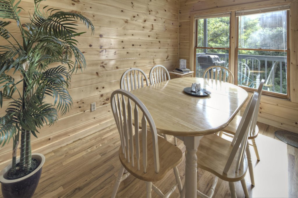 Photo of a Sevierville Cabin named Tranquility - This is the sixteenth photo in the set.