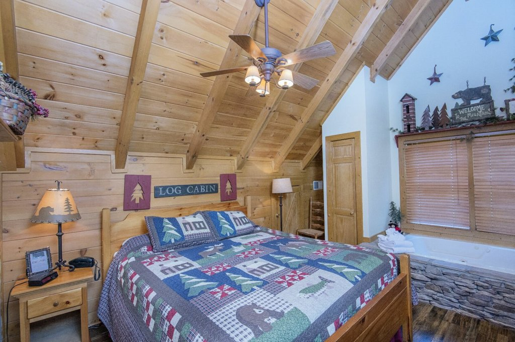 Photo of a Pigeon Forge Cabin named  Hibernation Hideaway - This is the fifty-third photo in the set.