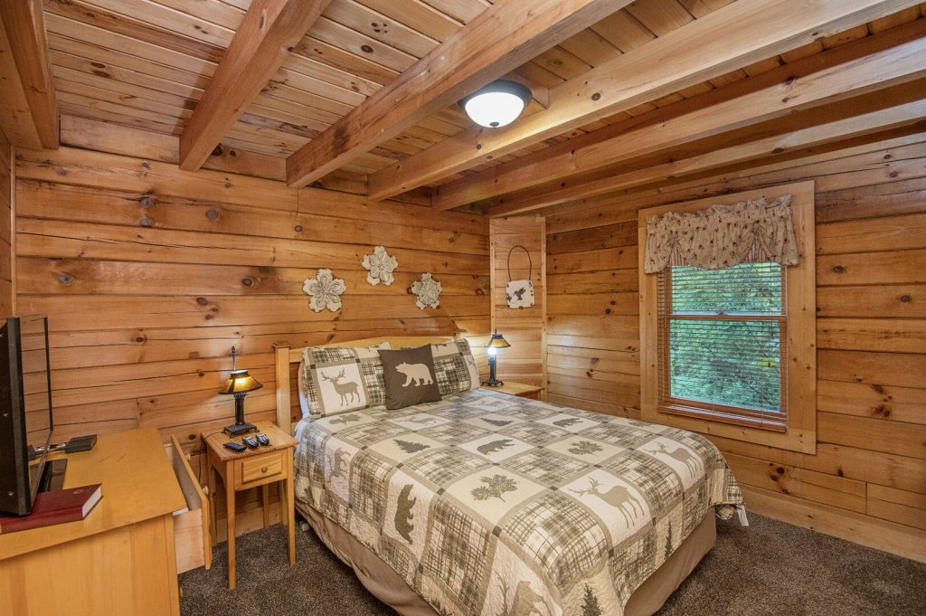 Photo of a Pigeon Forge Cabin named  Coal Miners Cabin - This is the twenty-first photo in the set.