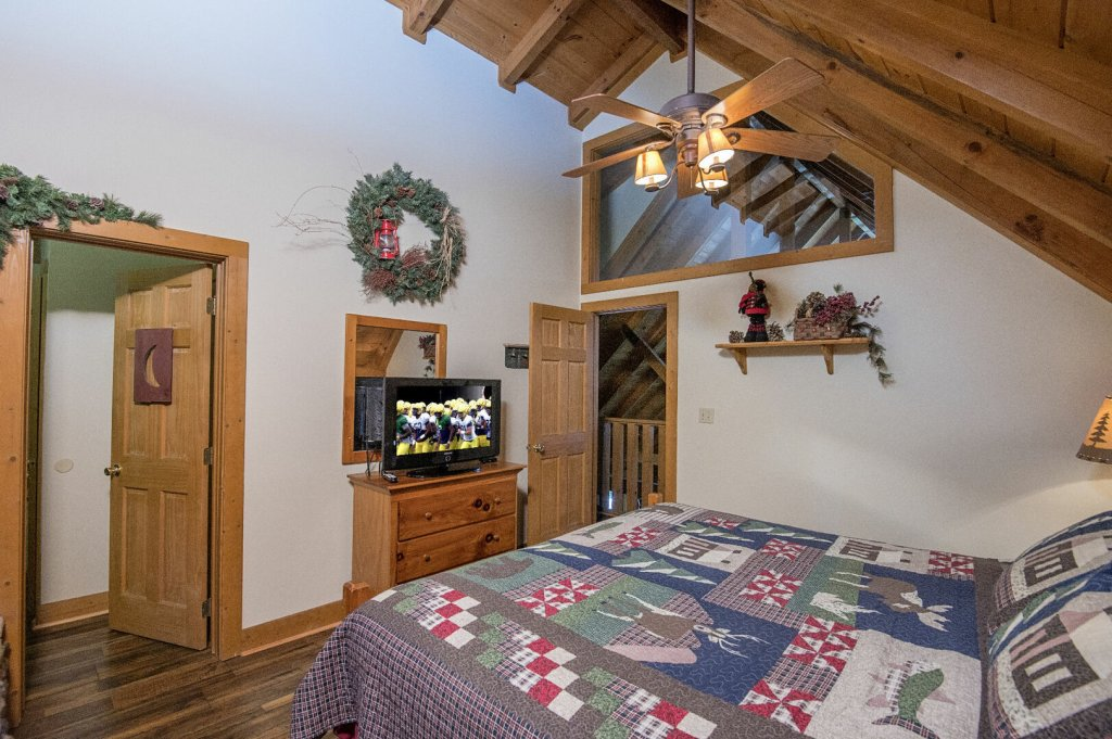 Photo of a Pigeon Forge Cabin named  Hibernation Hideaway - This is the eighty-eighth photo in the set.