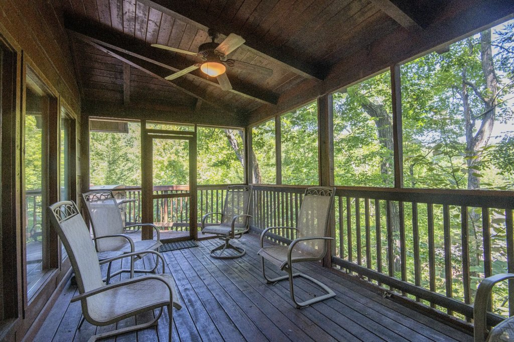 Photo of a Pigeon Forge Cabin named  Hibernation Hideaway - This is the sixty-seventh photo in the set.