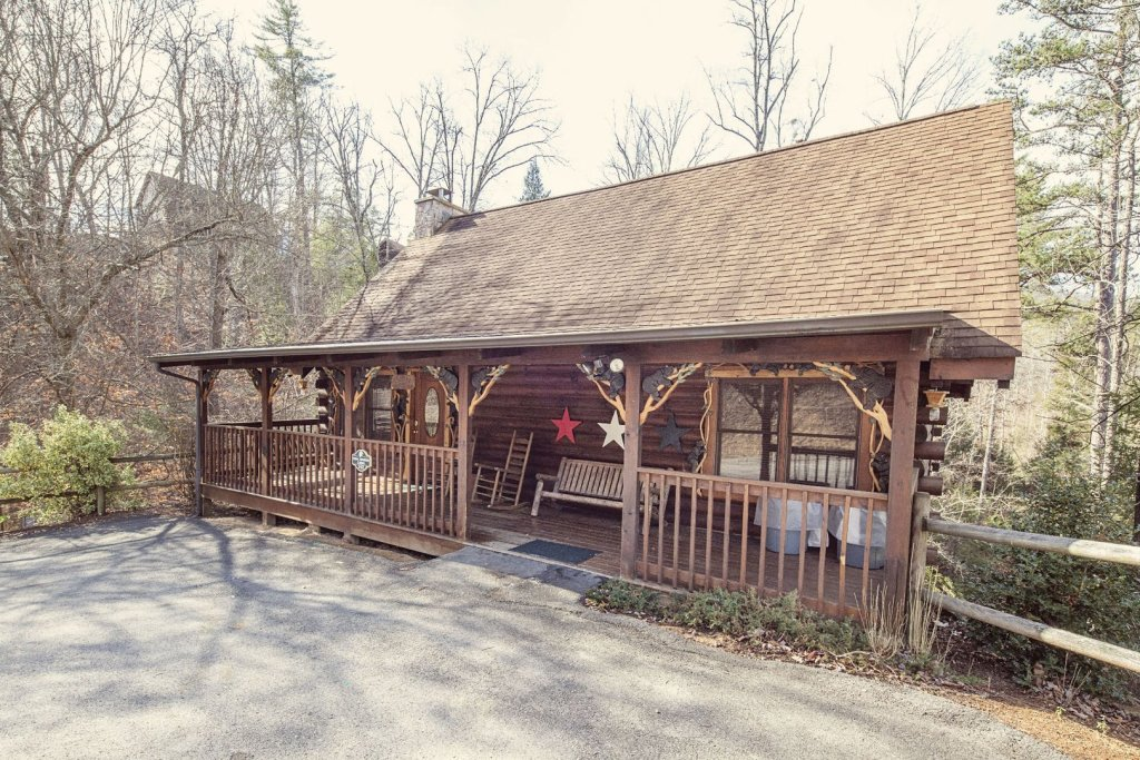 Photo of a Pigeon Forge Cabin named  Coal Miners Cabin - This is the third photo in the set.