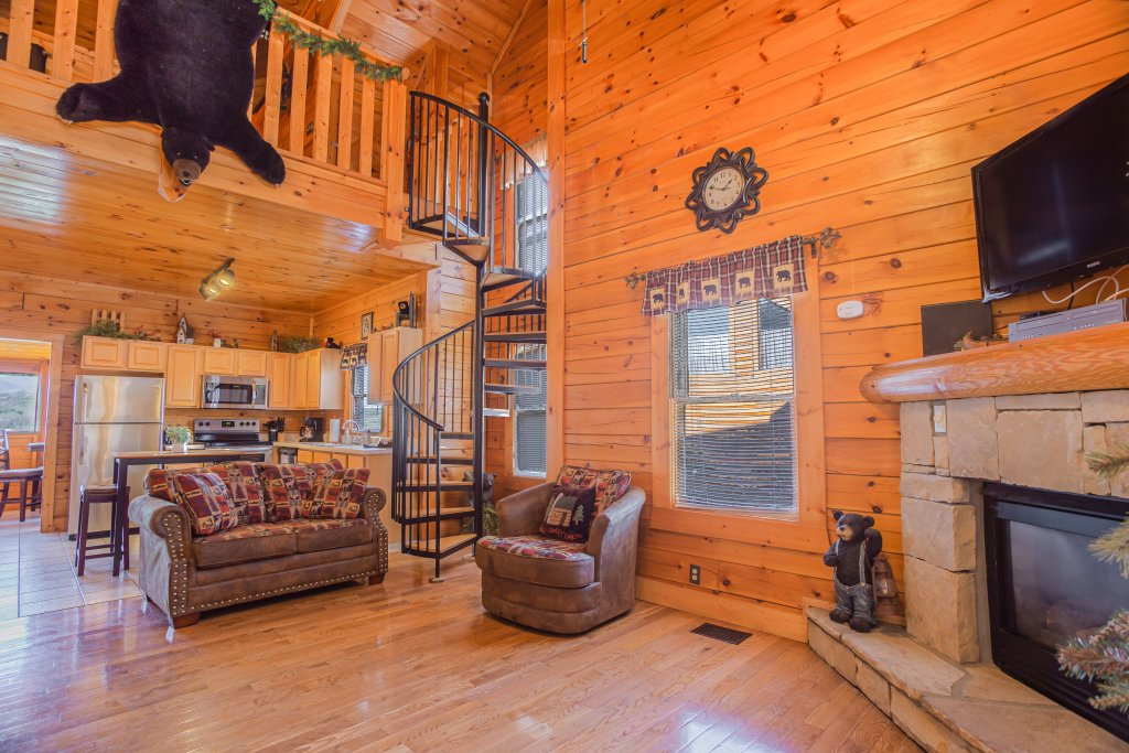 Photo of a Pigeon Forge Cabin named Bear Claw - This is the fourteenth photo in the set.