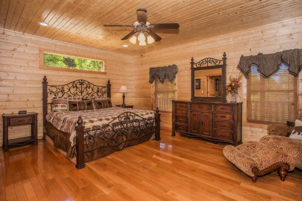 Photo of a Sevierville Cabin named Clear Valley Retreat - This is the twenty-seventh photo in the set.