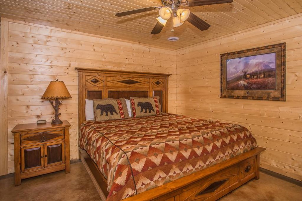 Photo of a Sevierville Cabin named Clear Valley Retreat - This is the fifty-second photo in the set.