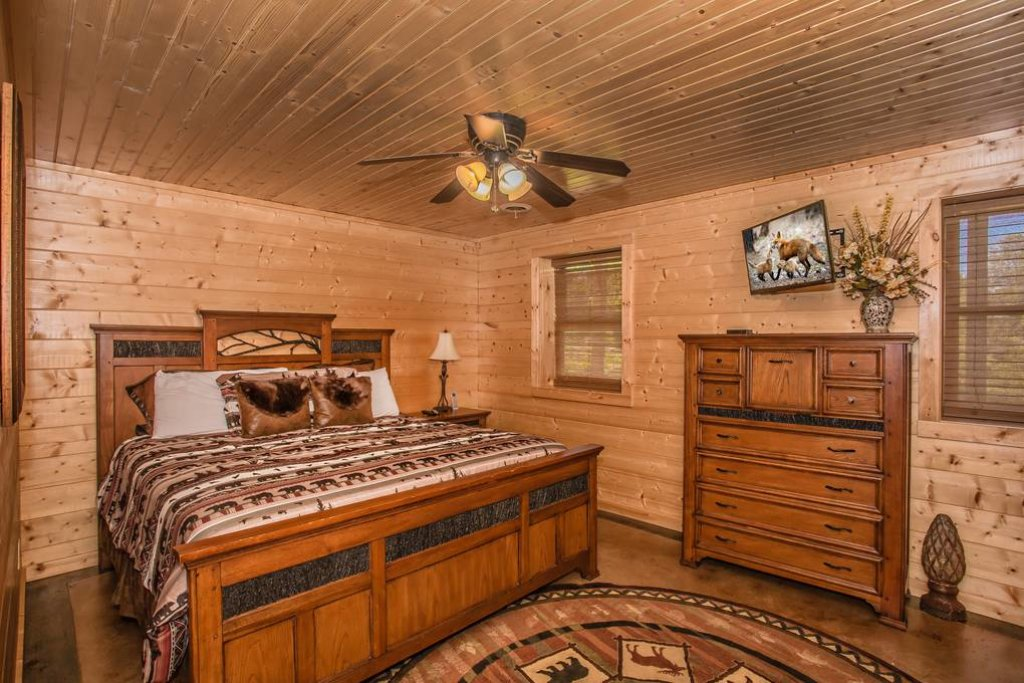 Photo of a Sevierville Cabin named Clear Valley Retreat - This is the fifty-third photo in the set.