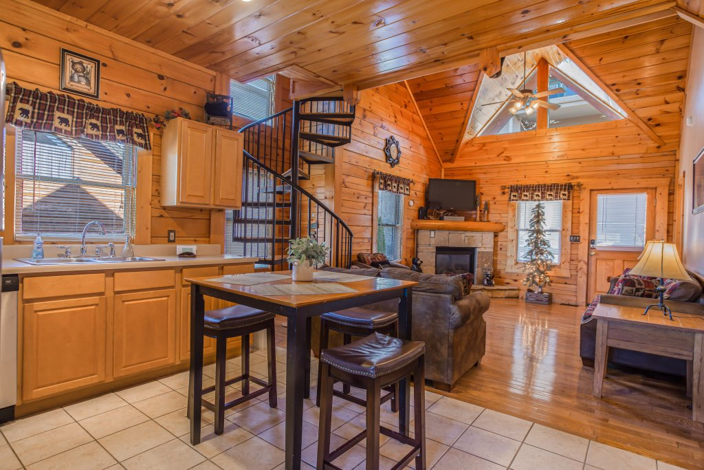 Photo of a Pigeon Forge Cabin named Bear Claw - This is the fifth photo in the set.