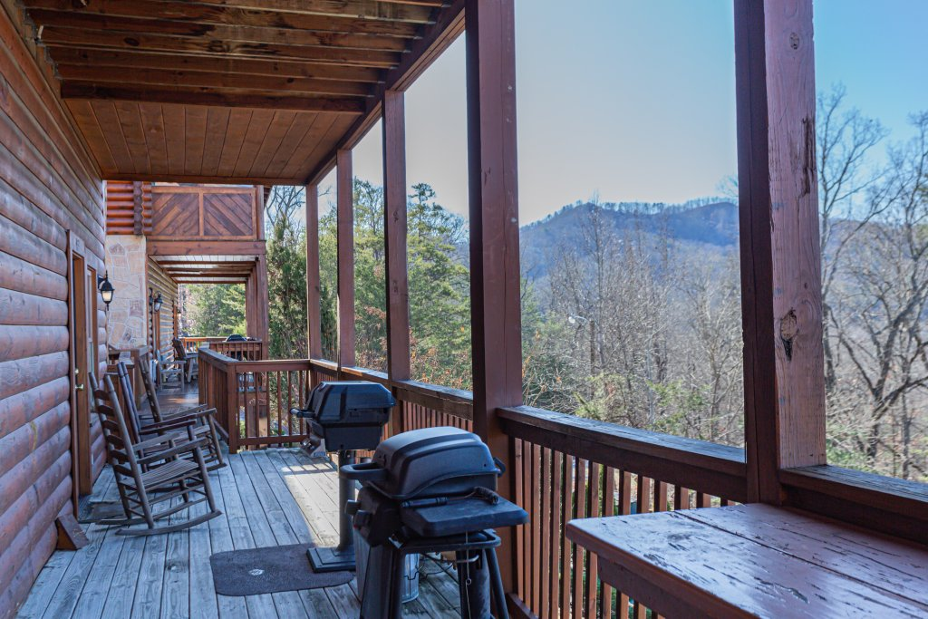 Photo of a Pigeon Forge Cabin named Bear Claw - This is the tenth photo in the set.