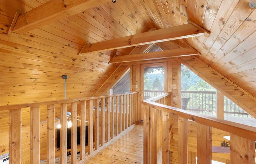 Photo of a Gatlinburg Cabin named Hibernation Station - This is the seventy-sixth photo in the set.