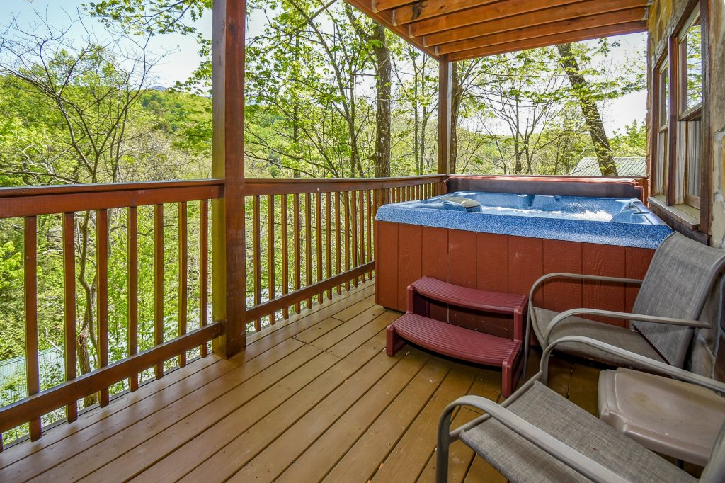 Photo of a Gatlinburg Cabin named Hibernation Station - This is the second photo in the set.